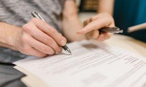 Letras pequenas nos contratos ao consumidor proibidas